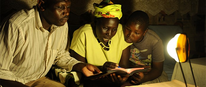 A Kenyan family studies the Bible in the evening using a solar lantern © Andres Bifani/Lighting Africa
